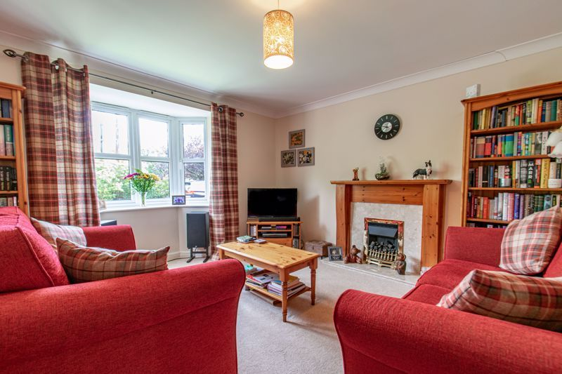 4 bed house for sale in Parklands Close 4