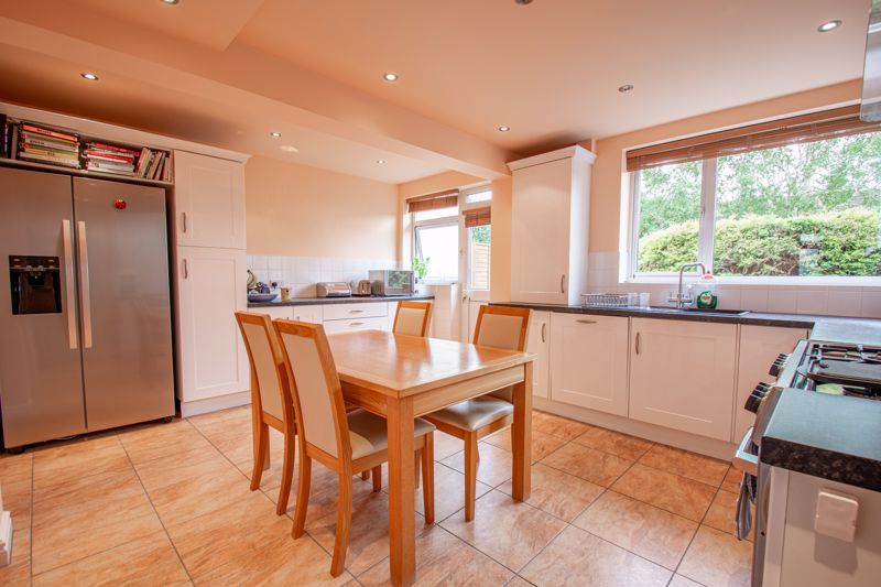 4 bed house for sale in Marlborough Avenue 3