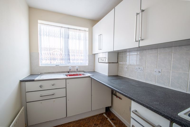 2 bed house for sale in Clifton Road  - Property Image 5