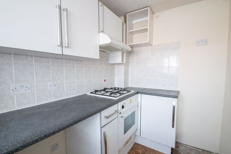 2 bed house for sale in Clifton Road 6