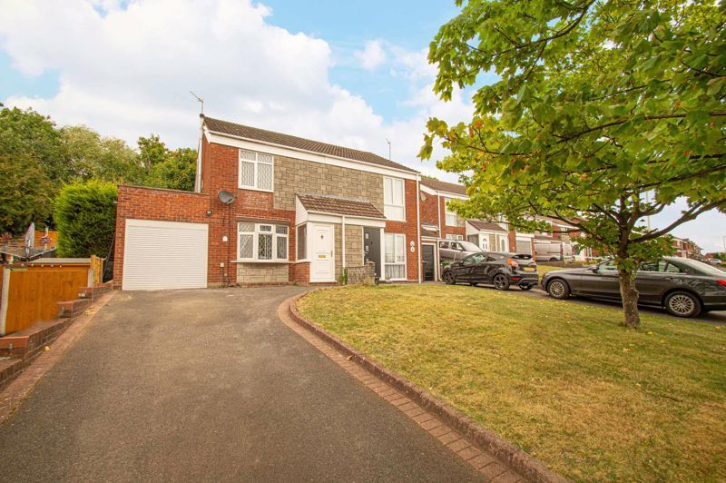3 bed house for sale in Hern Road 1