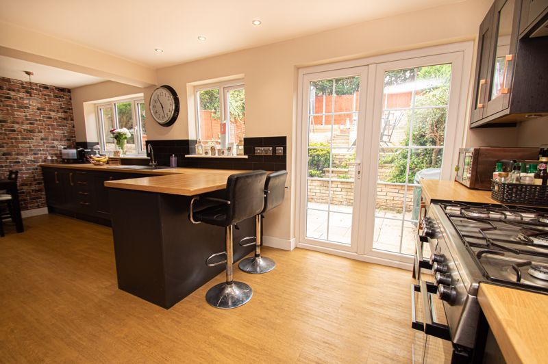 3 bed house for sale in Hern Road  - Property Image 4