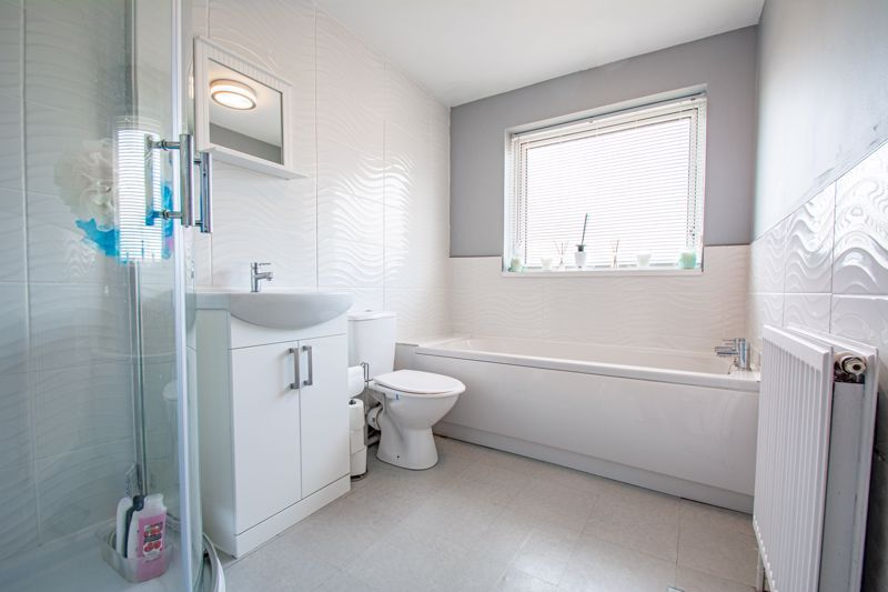 3 bed house for sale in Hillside Drive  - Property Image 11