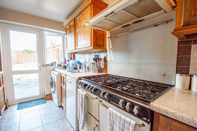 3 bed house for sale in Hillside Drive 6