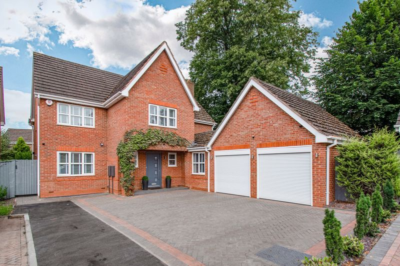 5 bed house for sale in Green Bower Drive 1