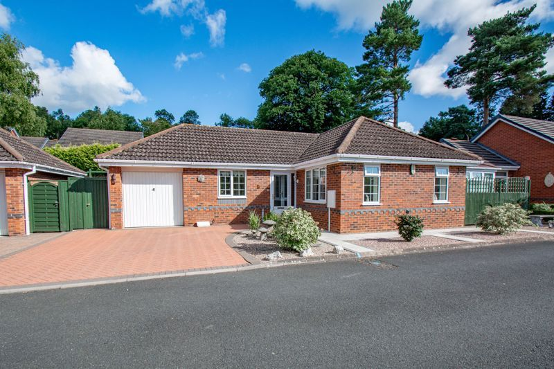 2 bed bungalow for sale in Wicket Lane - Property Image 1