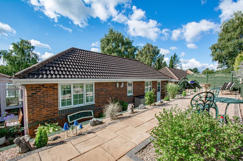 2 bed bungalow for sale in Wicket Lane 12