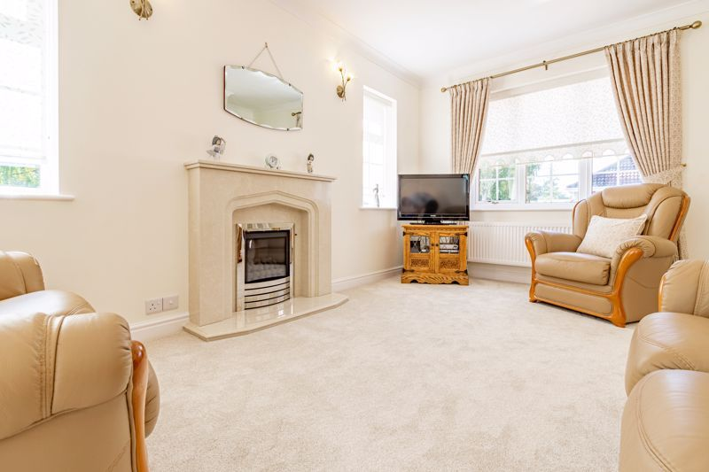 2 bed bungalow for sale in Wicket Lane 3