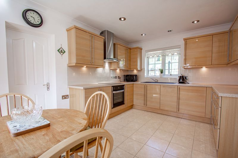 2 bed bungalow for sale in Wicket Lane 5