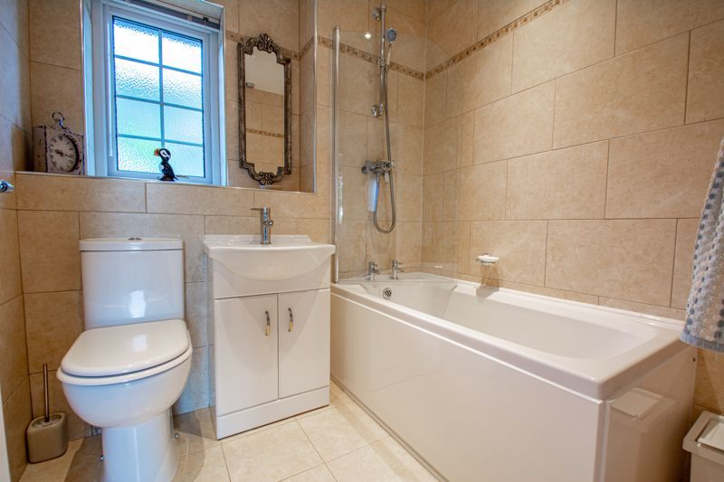 2 bed bungalow for sale in Wicket Lane 9