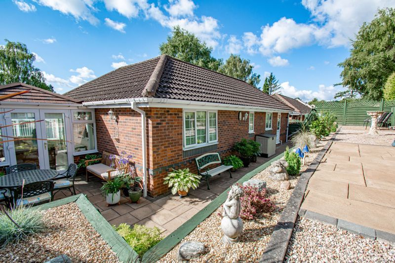 2 bed bungalow for sale in Wicket Lane 10