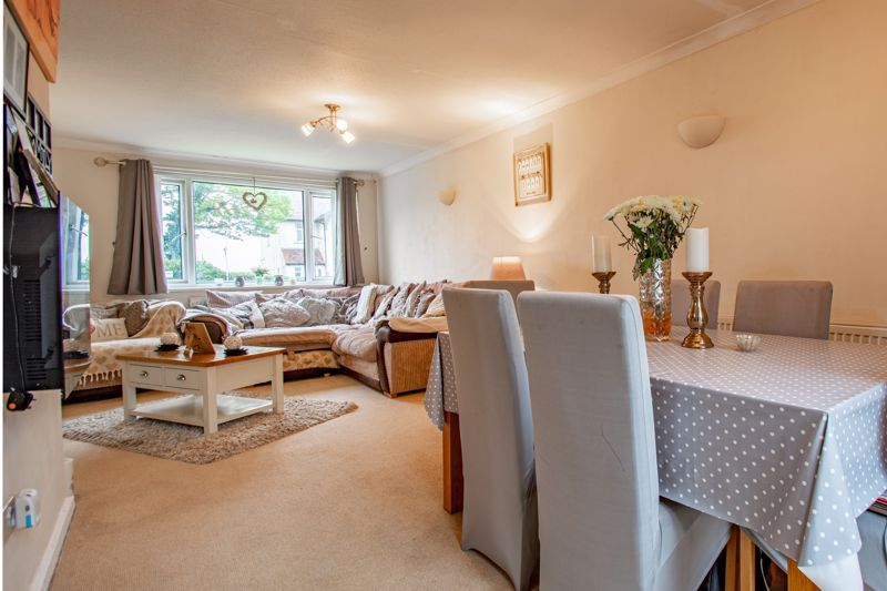 3 bed house for sale in Woodend Close 2
