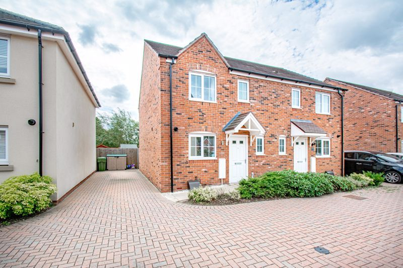 3 bed house for sale in Kingcup Close 1