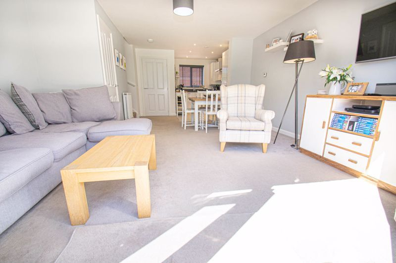 3 bed house for sale in Kingcup Close 2