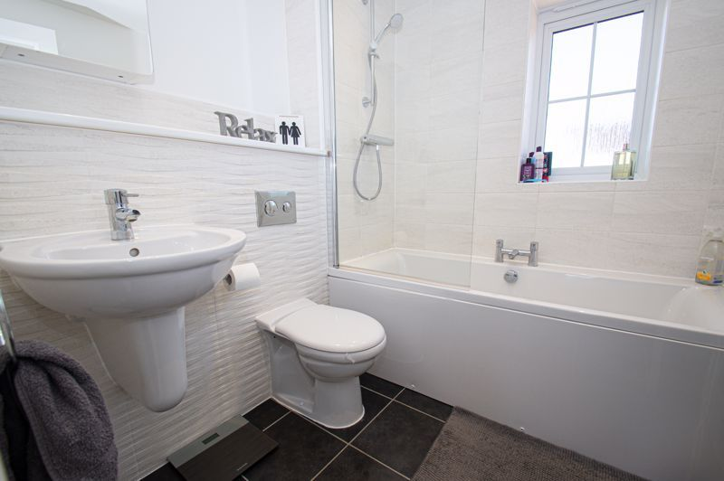 3 bed house for sale in Kingcup Close 9