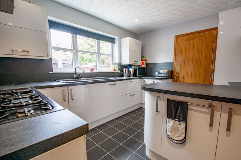 4 bed house for sale in Papworth Drive  - Property Image 4