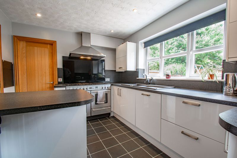 4 bed house for sale in Papworth Drive  - Property Image 5