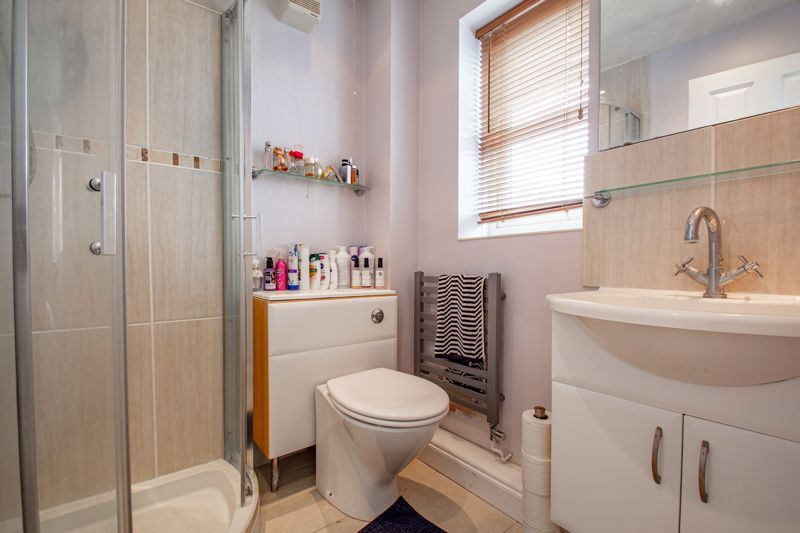 4 bed house for sale in Papworth Drive  - Property Image 8