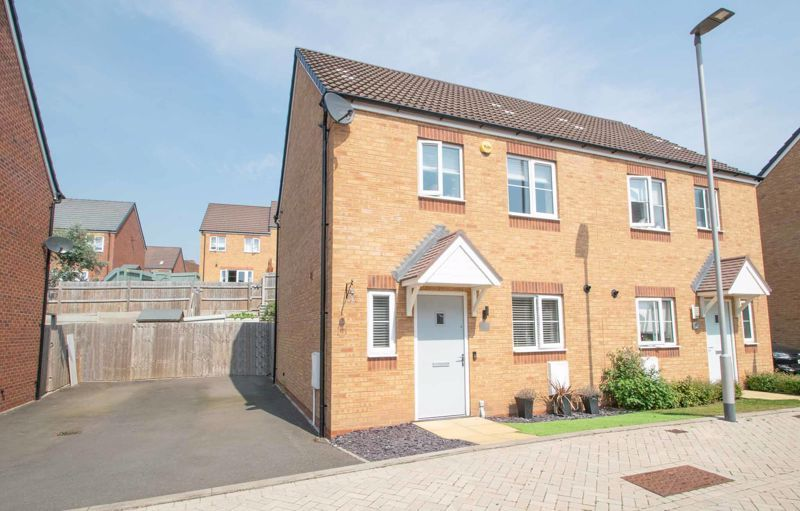 3 bed house for sale in Bottle Kiln Rise  - Property Image 1