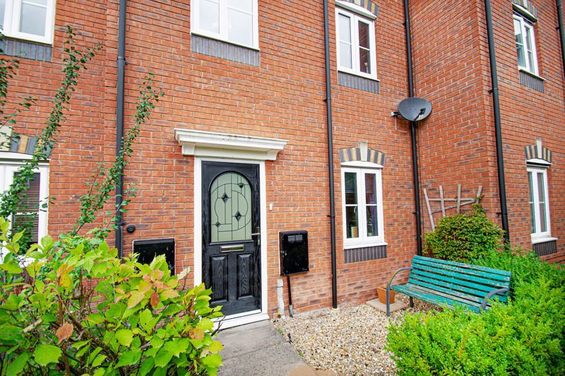 3 bed house for sale in Holly Court 1