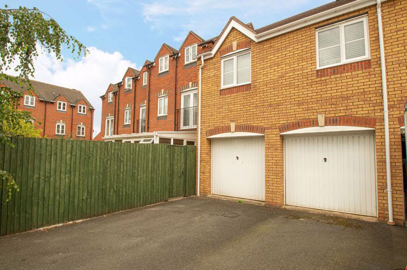 3 bed house for sale in Holly Court 16