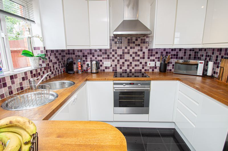3 bed house for sale in Holly Court 17
