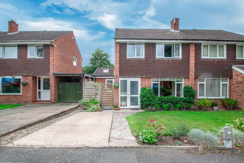 3 bed house for sale in Barford Close 1