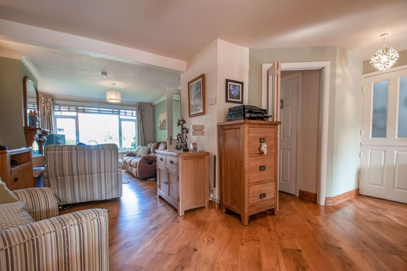 3 bed house for sale in Barford Close 2