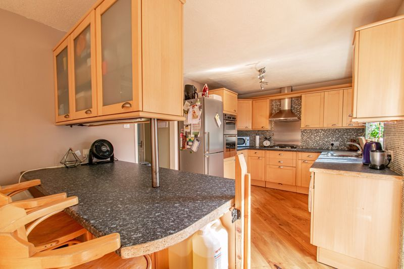 3 bed house for sale in Barford Close 3
