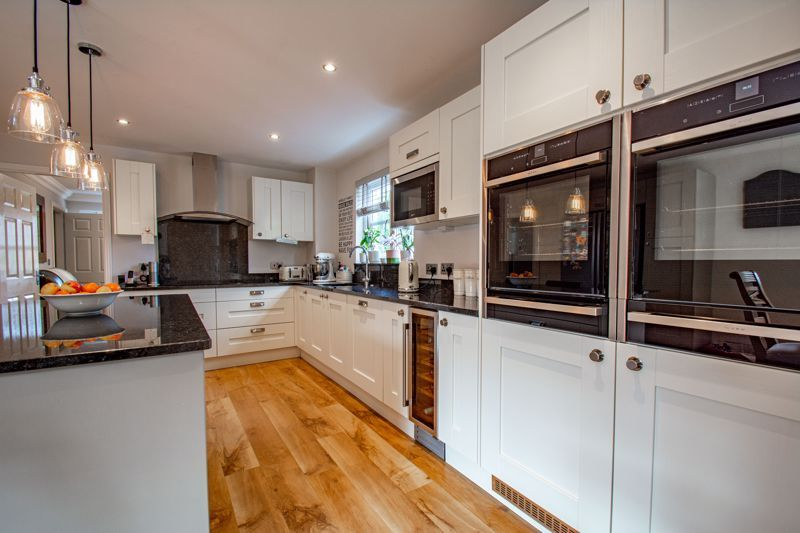 4 bed house for sale in Penshurst Road 4