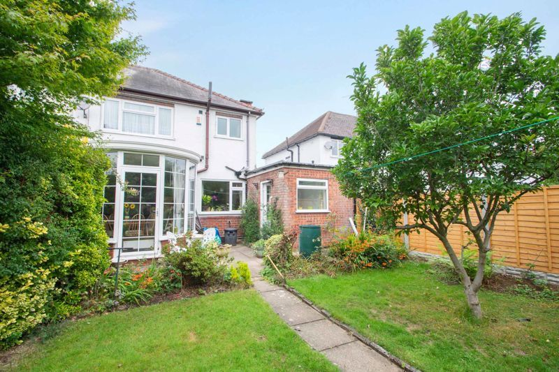 3 bed house for sale in Shenstone Avenue 13