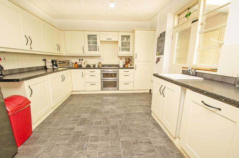 3 bed house for sale in Shenstone Avenue 4