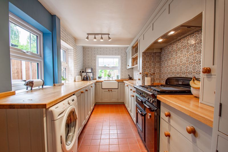 2 bed house for sale in Highfield Road 11