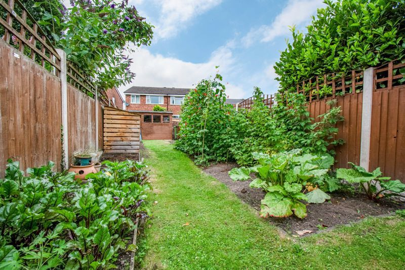 2 bed house for sale in Highfield Road 15