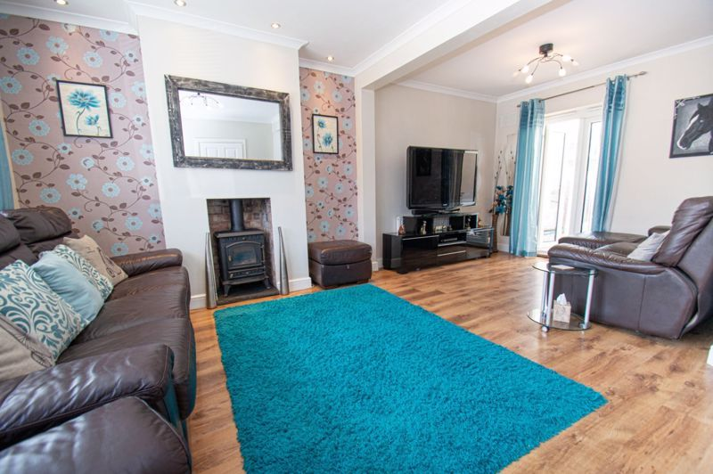4 bed house for sale in Oak Street  - Property Image 2