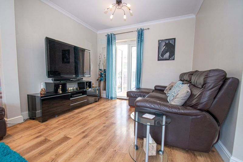 4 bed house for sale in Oak Street  - Property Image 4