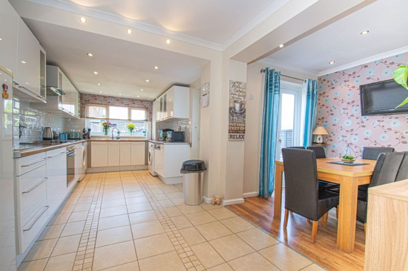 4 bed house for sale in Oak Street  - Property Image 8