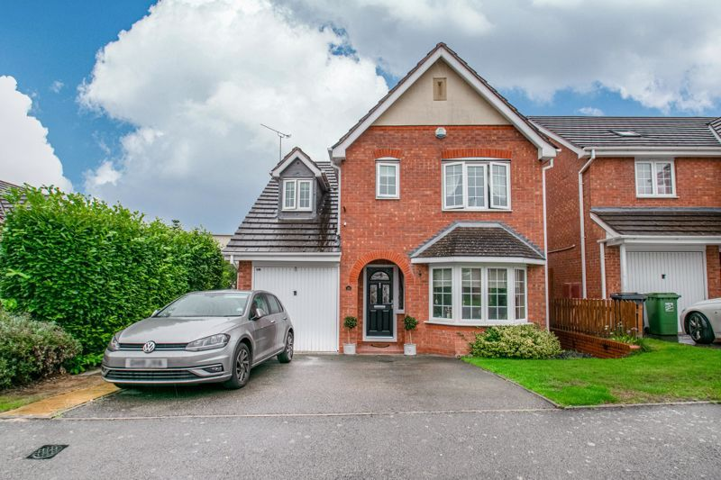 3 bed house for sale in Hoveton Close 1