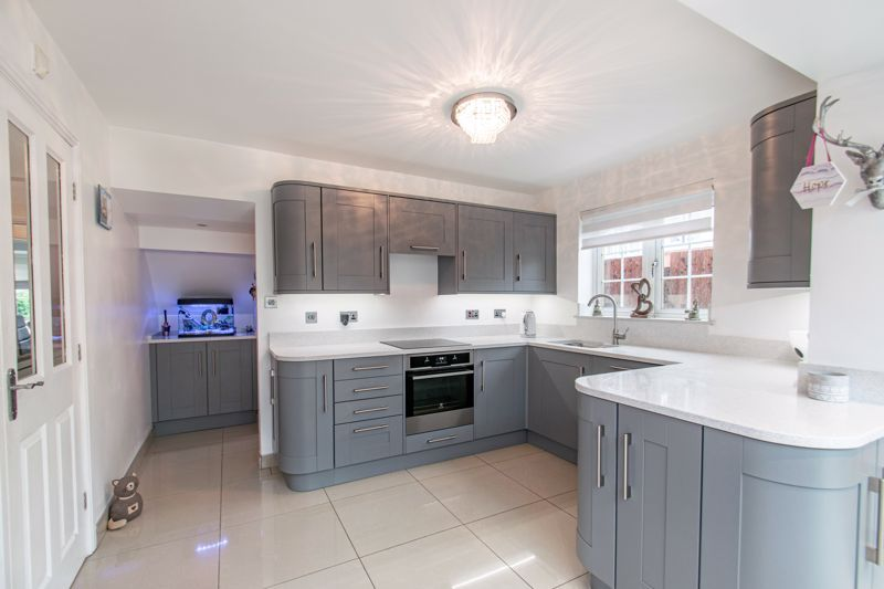 3 bed house for sale in Hoveton Close  - Property Image 2