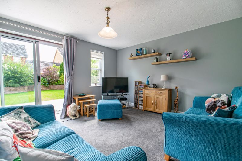 2 bed house for sale in Marchwood Close 2