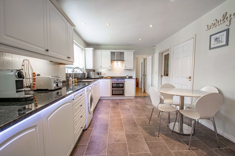 5 bed house for sale in Royal Worcester Crescent 3