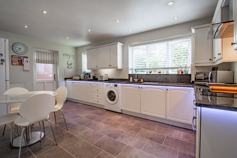 5 bed house for sale in Royal Worcester Crescent 4