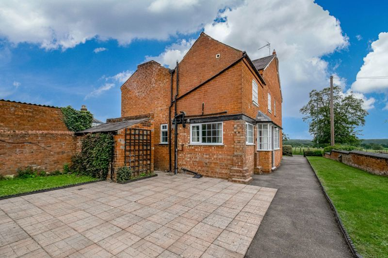 2 bed house for sale in Alcester Road 3