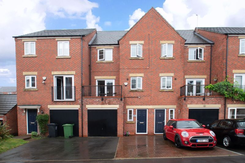4 bed house for sale in Dixon Close 1