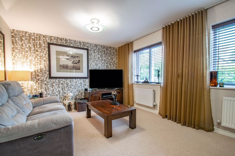 4 bed house for sale in Dixon Close 3