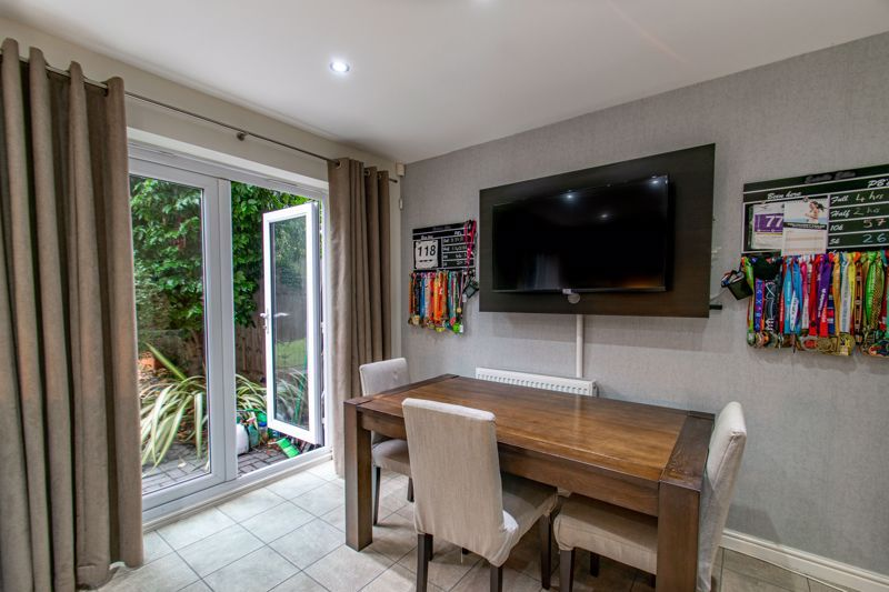4 bed house for sale in Dixon Close 4