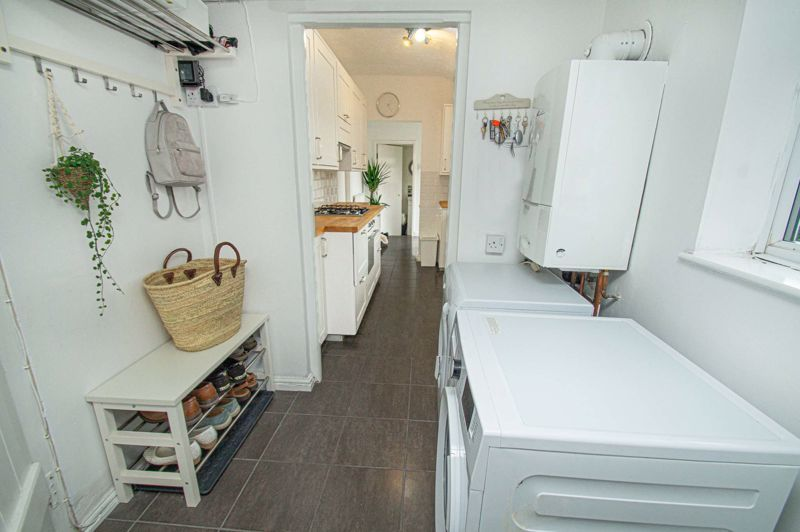 2 bed house for sale in South Avenue  - Property Image 6