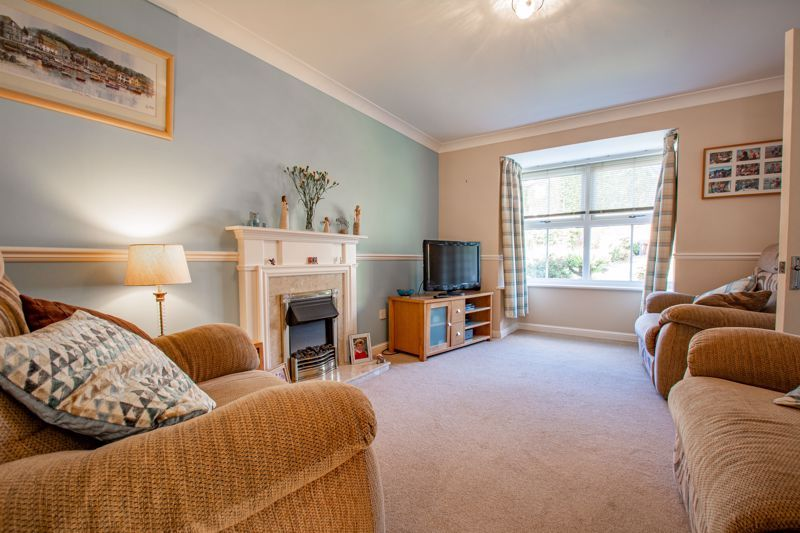 4 bed house for sale in Harbours Close  - Property Image 2