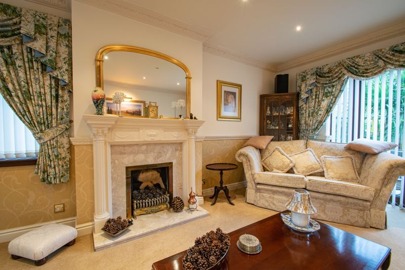 4 bed house for sale in Windermere Drive 15