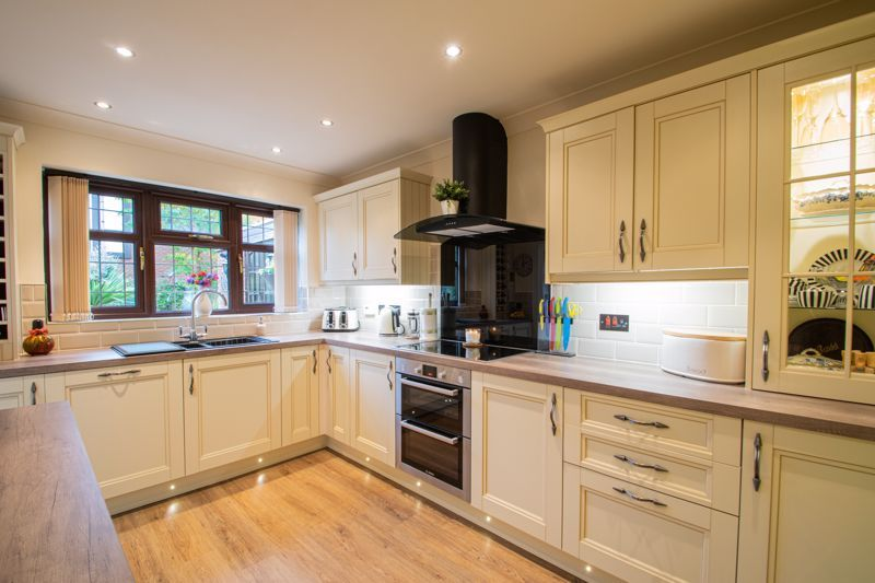 4 bed house for sale in Windermere Drive 5